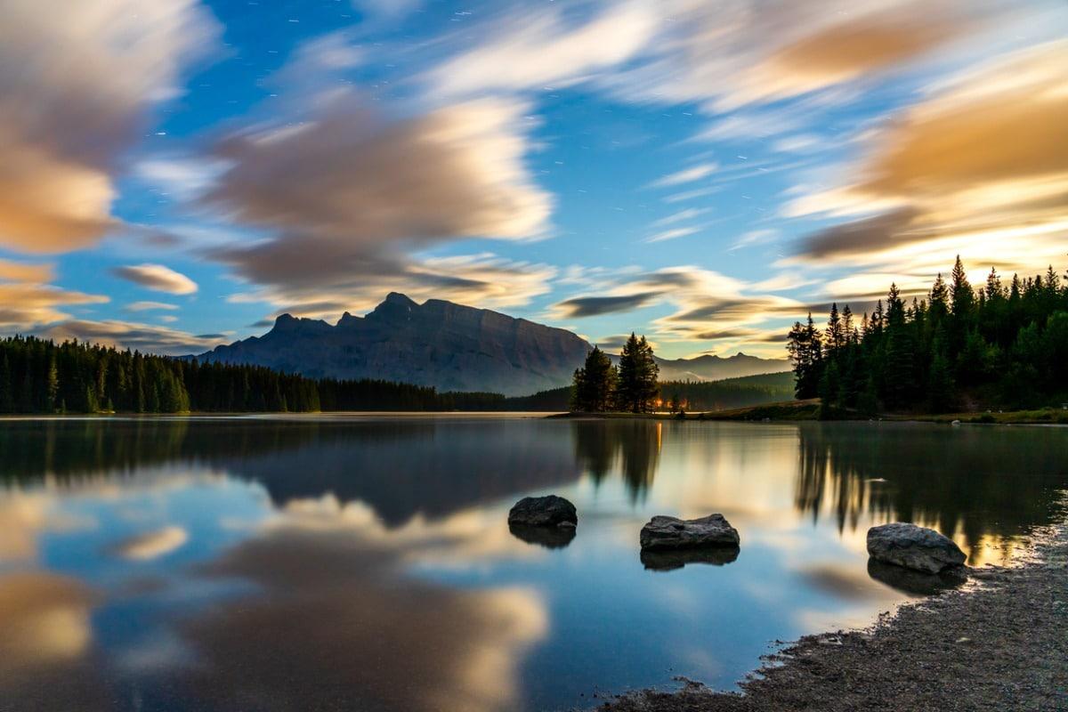 Alberta lake and mountain landscape